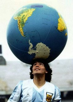 Maradona Largest Countries, Countries Of The World, Chelsea Wallpapers, Diego Armando, Football Images, Action Poses, Super Bikes, Rotterdam, World Cup