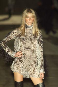 Roberto Cavalli at Milan Fashion Week Fall 2001 - Runway Photos