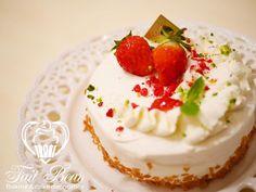 """""""【プライベートレッスン】苺のショートケーキを夜レッスン♡お任せしたら、素敵なデコレーションになりました。 Private lesson of strawberry short cake:) If you are interested in my class, please let me know! I'll…"""""""