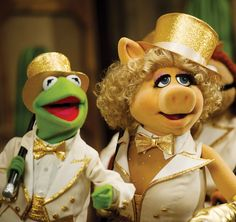 Muppets break-up Kermit and Miss Piggy in happier times. Kermit And Miss Piggy, Kermit The Frog, Jim Henson, You Are Cute, Look At You, Toy Story Series, Muppets Most Wanted, Feel Like Crying, Jordan B