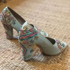 Stunning and quirky bridal footwear for a complete bridal look! White Heels, Pink Heels, Blue Block Heels, Hijab Fashion Summer, Pencil Heels, Indian Shoes, Western Outfits, Bridal Looks, Indian Bridal