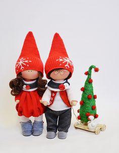 Muñecos tilde   VK Soft Dolls, Fabric Dolls, Doll Patterns, Create Yourself, Baby Dolls, Doll Clothes, Wool, Christmas Ornaments, Holiday Decor