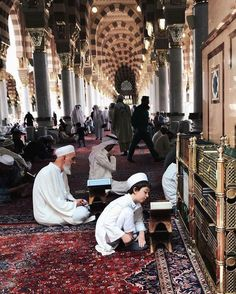 Laylatul Qadr (the night of Qadr) in Ramadan. What is Lailatul Qadr in Islam?Why is Ramadan so important? Why is the night of Ramadan so important? Islam Beliefs, Islam Religion, Islam Muslim, Allah Islam, Muslim Images, Islamic Images, Islamic Pictures, Islamic Art, Masjid Haram