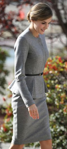 Queen Letizia. Grey cashmere suit (Carolina Herrera). Very French :)