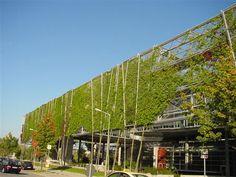 Haut De 117m Cet Immeuble Est Un Espace Vert Il Abrite