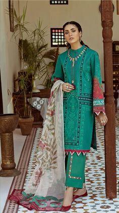 Dress Style Pakistani, Simple Pakistani Dresses, Unique Dresses, Stylish Dresses, Simple Dresses, Casual Dresses, Pakistani Outfits, Winter Dresses, Casual Wear