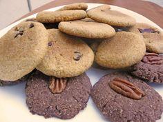 Nuestras galletas de chispas de chocolate y las galletas de doble chocolate y nuez, recién salidas del horno.