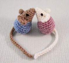 Here's a pattern to make a pair of sweet little mice that just love to kiss, perfect to make for Valentine's Day. They are made a...