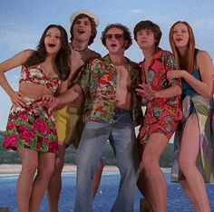 Do you like the hot weather?☀️ [ ] ☮️Picture Credit to 70s Aesthetic, Aesthetic Pictures, Movies Showing, Movies And Tv Shows, Thats 70 Show, Hyde That 70s Show, Michael Kelso, Eric Forman, Donna Pinciotti