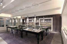 Mond jewelry boutique by HJL Studio, Seoul Korea jewellry Showroom Interior Design, Interior Design Programs, Luxury Interior Design, Jewelry Store Displays, Jewelry Store Design, Boutique Design, Jewelry Showcases, Retail Design, Modern Design