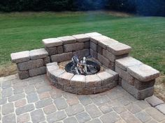 15 backyard fire pit ideas to help you start a campfire as quickly as possible . - 15 Backyard Fire Pit Ideas That You Want to Start a Campfire With ASAP # - Diy Fire Pit, Fire Pit Backyard, Backyard Patio, Backyard Landscaping, Backyard Seating, Patio Fire Pits, Flagstone Patio, Concrete Patio, Fire Pit On Concrete
