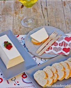 Bocadosdecielo: Mouse de queso de cabra  150 gr. de queso de cabra  (el de rulo). 3 yogures griegos (sin azúcar). Cada yogur tiene 125 ml. 100 ml. de nata. Un poco de pimienta blanca. Una cucharada de zumo de limón. 4 hojas de gelatina.