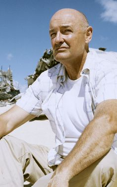 John Locke is the best character on LOST. I'm obsessed with him.