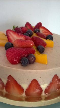 Tarta mousse de frutos rojos. Productos de la huerta orgánica de Celery Servicios Gourmet