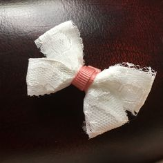 Mini lace double bow 💕 Can be made with any colour in the middle 😄 A custom order I decided to add to the shop! 🎀