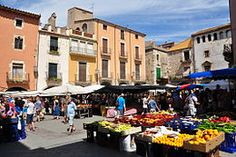 If you are considering a trip to this wonderful place, we bring to you the top 10 things you can do in and around L'Estartit. Costa, Stuff To Do, Things To Do, Fishing Villages, The Province, Sandy Beaches, Spain Travel, Wonderful Places, Street View