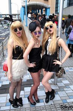 Lady Gaga fans in Japan. I just love those glasses and the dark lips. Japanese Streets, Japanese Street Fashion, Tokyo Fashion, High Fashion, Dark Lips, Picture Day, Lady Gaga, Fashion Pictures, Harajuku