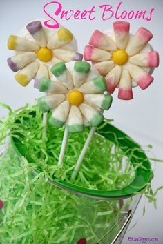Sweet Blooms - Easy treats you can put together with just three ingredients. Cutest things EVER for spring! {BitznGiggles.com}