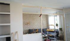 Installer les tasseaux qui formeront la structure de la verrière. © Juliana de Giacomi