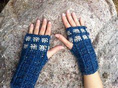 Doctor Who Crochet Patterns | Crochet Fingerless TARDIS Gloves pattern! Doctor Who ... | Crochet