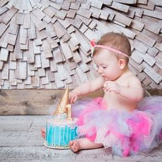 I absolutely love this adorable smash cake photo shoot with an ice cream drip cake  #mysugarrush #pin