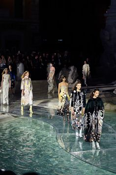 Fendi Roma 90 Years Anniversary Fashion Show at Fontana di Trevi. Fashion show held over a clear arcylic runway over the newly refurbished Fontana Di Trevi-Roma Trend Fashion, Fashion Models, Fashion Show, Fashion Design, High Fashion, Fendi, Student Fashion, School Fashion, Dream Job