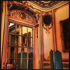 The Ritz Hotel London #ritz #london #mayfair #luxury #hotels #fivestar #understatedluxury  www.5ivestarlondon.com London Instagram, Instagram Posts, London Hotels, Luxury Hotels, Star, Mirror, Home Decor, Homemade Home Decor, Luxury Collection Hotels