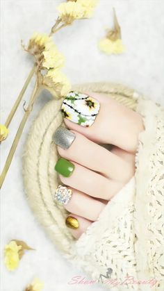 Flower Toe Nail Art Ideas Summer is on its way; that means you will most likely be wearing sandals or flip-flops or running around in bare feet.Check out these summer toe nail designs and get inspired to create your very own, unique pedicure! Nail Art Designs Videos, Nail Design Video, Nail Art Videos, Simple Nail Art Designs, Pretty Toe Nails, Cute Toe Nails, Pretty Nail Art, Nail Art Toes, Pedicure Nail Art