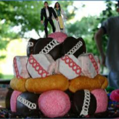 I will have to remember this if I ever need a DIY wedding cake real fast. Cake Wrecks - Home - What About The Twinkie? Redneck Wedding Cakes, Redneck Party, Funny Wedding Cakes, Diy Wedding Cake, Funny Wedding Photos, Wedding Desserts, Wedding Cake Toppers, Redneck Weddings, Wedding Fail