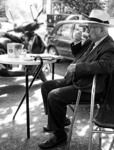 We love this image. It says it all. Really taking time to enjoy a small cup of coffee. Something we've forgotten, completely. Let's go to Italy and sit down, for the soul's sake :)