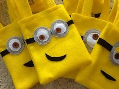 HAPPY MINNIONS PARTY/Felt party bags/Set of 10 by BellisimaSofia