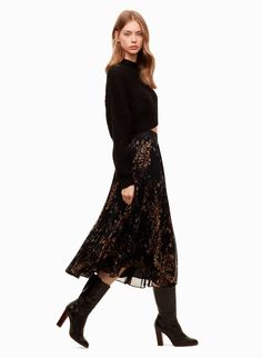 This A-line skirt is made with an elegant chiffon that showcases the delicate sunburst pleats. A soft, wide waistband is flattering and comfortable — plus, the permanent pleats will keep their shape. Midi Dress With Sleeves, Lace Skirt, Fashion 2017, Fashion Outfits, Elegant Outfit, Fall Looks, What To Wear, Clothes For Women, Skirts