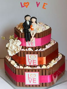 Kitkat Wedding-Cake - Caketopper from www.at Fondant Cakes, Cake Toppers, Wedding Cakes, Birthday Cake, Desserts, Tables, Wedding Ideas, Finger Food, Play Dough