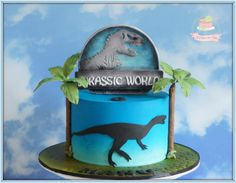 Jurassic World! A rare boy's cake I did for my. - Jo Takes the Cake Dino Cake, Dinosaur Cake, Dinosaur Party, Dinosaur Birthday, Park Birthday, Boy Birthday, Cakes For Boys, Cake Kids, Jurassic World Cake