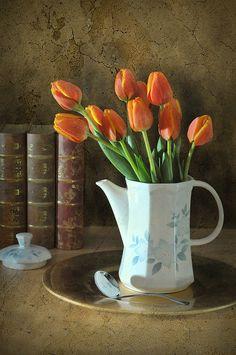 Teapot tulips