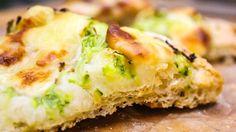 Pizza bianca con zucchine mozzarella scamorza, pizza fatta in casa