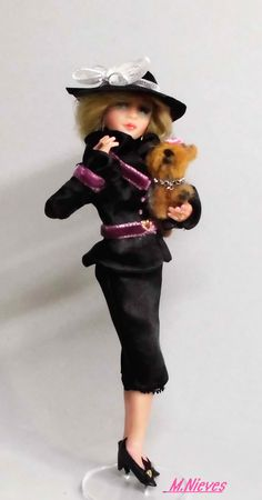 Dama con perro. Perro realizado por Anna Ryasnova. Escala 1/12