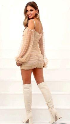 Marina Laswick, Canadian Models, Beautiful Roses, Beauty Women, Fashion Models, Beast, Look, Sexy Women, Shoes
