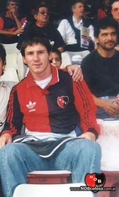 Lionel Messi con la camiseta de Newells