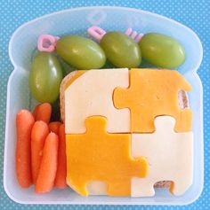 I Heart Lunch: Using Sandwich Boxes for Bento Lunches Sandwich Cutters, Sandwich Box, Kids Lunch For School, Healthy School Lunches, Lunch Snacks, Lunch Box, Good Food, Yummy Food, Fun Food