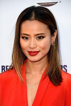 Jamie Chung | 13 celebridades que vão te fazer sentir vontade de arrasar no batom vermelho