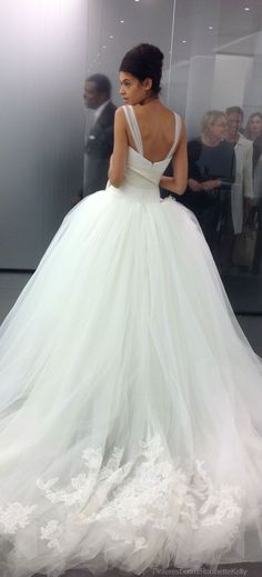 Vera Wang Bridal | Wedding Just once in your life, ML, please wear a dress like this! Please!