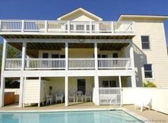 The Yellow Rose Duck (North Carolina) Situated in Sea Hawk, this apartment features a patio with sea views. The Yellow Rose boasts views of the pool and is 24 km from Nags Head.  There is a seating area, a dining area and a kitchen complete with an oven and a microwave. A TV is provided.