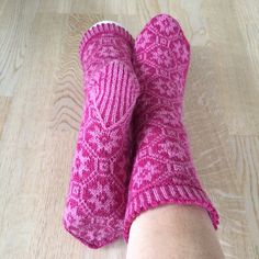 Ravelry: liwes' Pink stars Boot Toppers, Pink Stars, Knitting Socks, Ravelry, Slippers, Leggings, Boots, Pattern, Inspiration