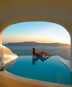 Time for a morning swim in this Santorini pool suite... #SunRocks #Santorini�