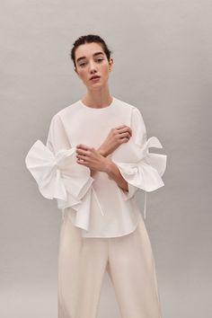 Delpozo Pre-Fall 2019 Fashion Show Collection: See the complete Delpozo Pre-Fall 2019 collection. Look 5 Cute Fashion, Fashion Looks, Fashion Outfits, Womens Fashion, Fashion Tips, Diy Vetement, Current Fashion Trends, Fashion Details, Fashion Design