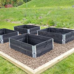 Building A Raised Garden Bed with legs For Your Plants Veg Garden, Vegetable Garden Design, Garden Boxes, Building A Raised Garden, Raised Garden Beds, Organic Horticulture, Organic Gardening, Gardening For Beginners, Gardening Tips
