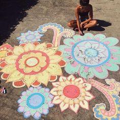 Essential Oils 101 What You Need to Know Hobbies chalk art Chalk Drawings, Art Drawings, Mandala Art, Chalk Design, Sidewalk Chalk Art, Summer Fun, Summer Vibes, Art Inspo, Cute Pictures