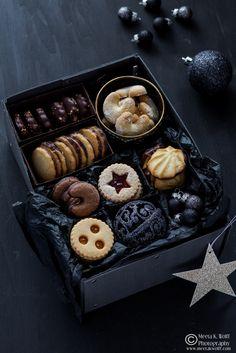 Big Christmas Cookie and Gift Post | Linzer Jam Cookies, Chocolate Kipferl, Lemon Chocolate Spritz, Ischlers Orange (Images: Meeta K. Wolff)