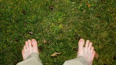 Earthing / Grounding - just go outside barefoot - ITS TIME!